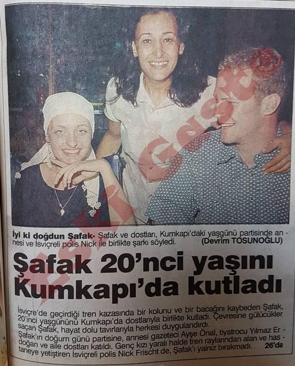 Şafak Pavey 20'nci yaşını Kumkapı'da kutladı