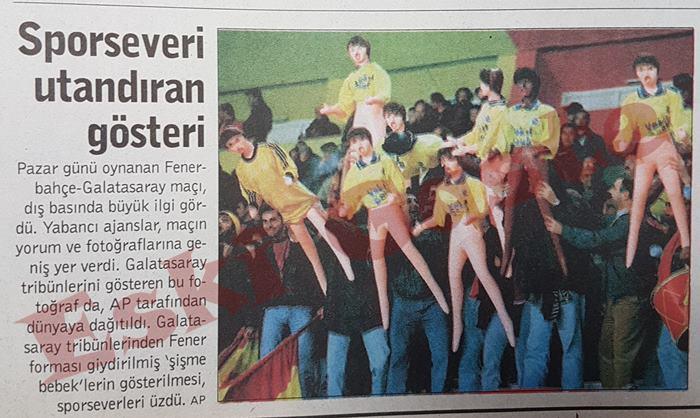 Galatasaray Fenerbahçe derbisinde şişme bebek şov!